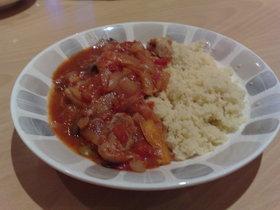 チキンのトマト煮。モロッコ風でクスクスと