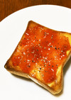 苺ジャムトーストに粗挽き黒胡椒プラス
