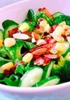 カリカリベーコンとナッツのグリーンサラダ