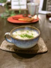 季節野菜入りワンタンスープの写真