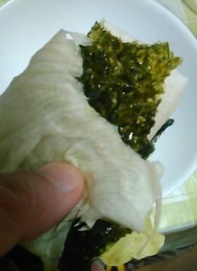 レタス&韓国のりで焼き餅を包んで食べる