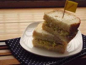 キャベツがメインのサンドイッチ