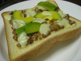 ダイエットに♪納豆アボカドでトースト