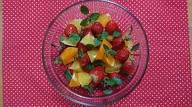 イチゴとミントのフルーツサラダ