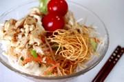 皿うどんパリパリ麺サラダの写真