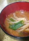 もやしのピリ辛ワンタンみそスープ