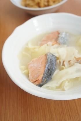 春キャベツと秋鮭の甘酒バター煮