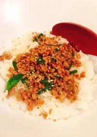 豚ひき肉ニラ炒め丼もの豆板醤で手軽に辛味