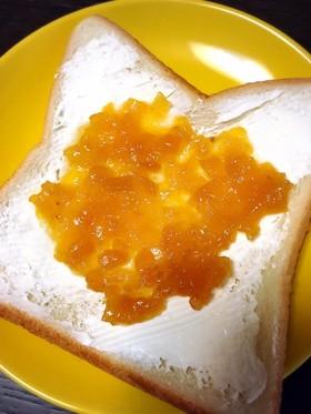 食パンにクリームチーズとパインジャム ♫