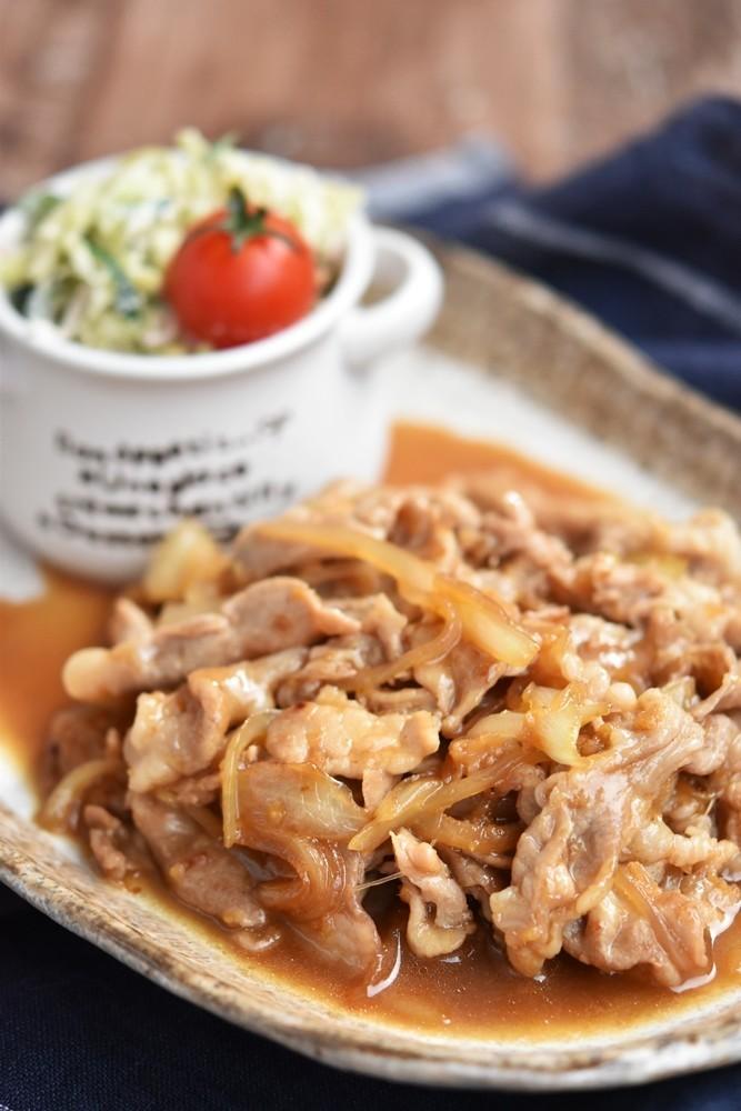 豚こま切れ肉と玉ねぎの生姜焼き