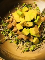 毎日の納豆●アボカド&納豆のサラダ風前菜の写真