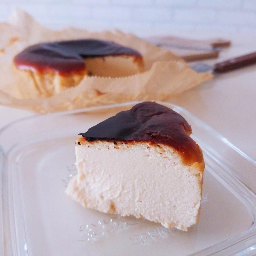混ぜるだけ♡簡単絶品バスク風チーズケーキ