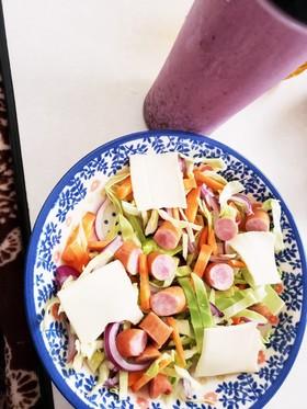 ダイエット中にウインナーチーズのサラダ