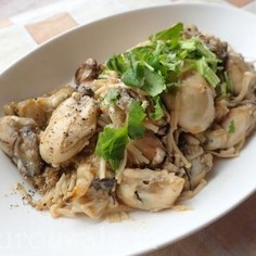 牡蠣とエノキタケのニンニクバター醤油炒め