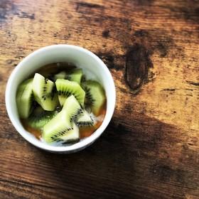 キウイとヨーグルトの蜂蜜のせ