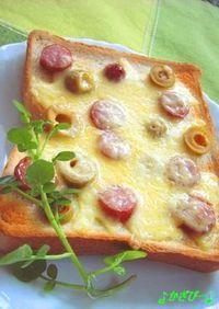 オリーブとウインナーの水玉チーズトースト