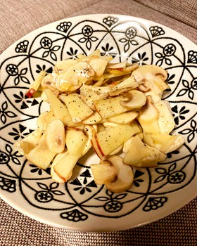 林檎とマッシュルームのサラダ