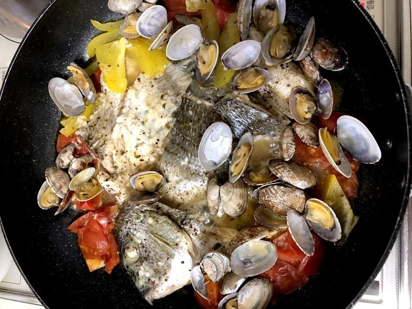 あさりと白身魚のアクアパッツァ