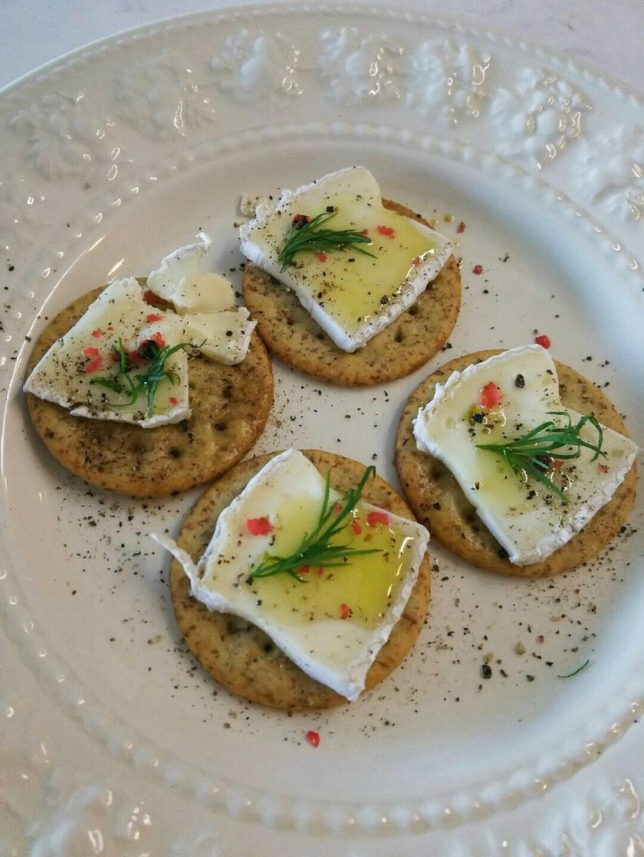 カナッペ カマンベールチーズ オリーブ油