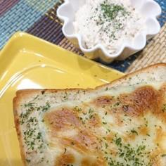 サラダチキンと玉ねぎツナマヨ風&トースト