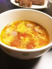 トマトとウィンナーかきたまコンソメスープの写真