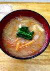 食べやすい千切り大根と人参のお味噌汁☆