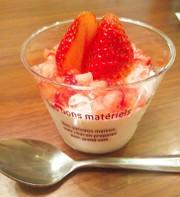 ヨーグルトムース☆苺ジュレを添えての写真