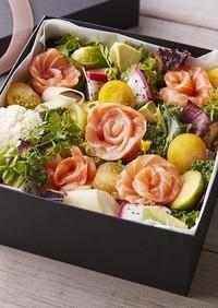 サーモンフラワーのボックスサラダ
