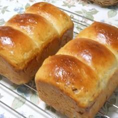 ホーロー容器で焼いたパン