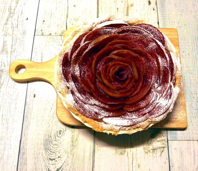 りんごの赤ワイン煮ローズアップルパイ