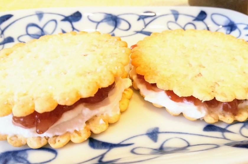 水切りヨーグルトのクッキーサンド