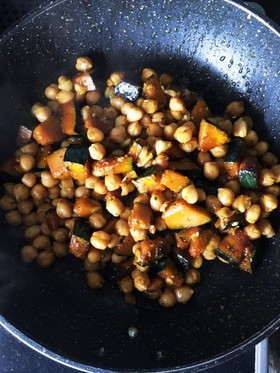 カボチャとひよこ豆のエスニックソテー