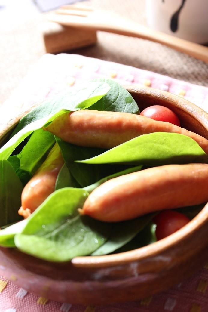 簡単ウインナーとサラダほうれん草のサラダ