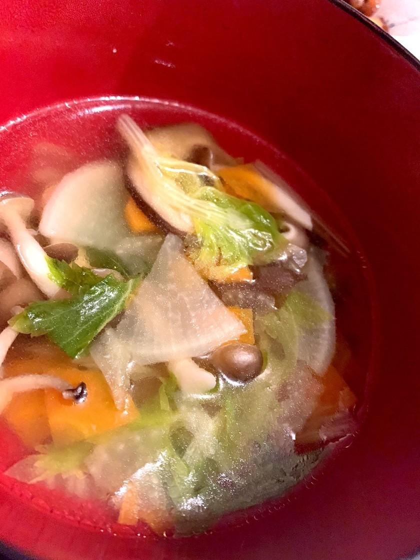 鶏ガラで*きのことお野菜のスープ