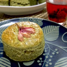 ふわっとサックリ桜と緑茶のスコーン