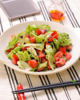 トマトとレタスの韓国風☆海苔ごまサラダ