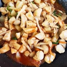 ヤンニョムチキンと香味野菜の炒め物
