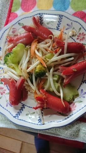 赤ウィンナーの野菜炒め