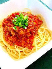 鯖の水煮缶のトマトソースパスタの写真