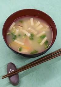 高野豆腐と乾燥野菜のお味噌汁