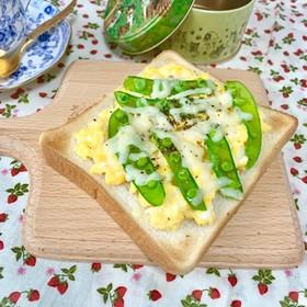 エンドウと卵とチーズの春色トースト♬