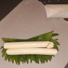 余った春巻きの皮で チーズ棒