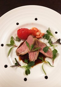 鴨肉のロースト 苺のバルサミコソース