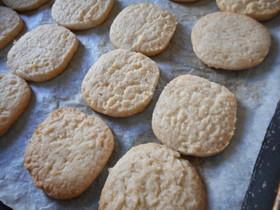 ラードで作るココナツクッキー