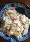 コストコのマッシュポテトでまずはサラダを