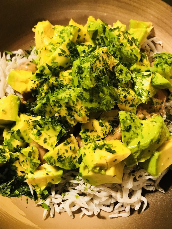 毎日の納豆●アボカド&シラスのサラダ風