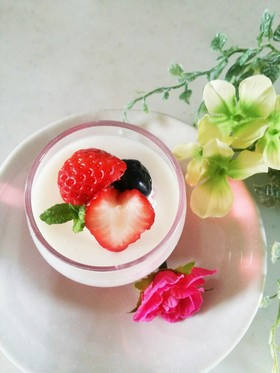 苺のふるふるヨーグルトゼリー