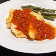 鶏胸肉のチーズピカタ(トマトソース)