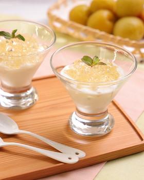 梅酒とチーズヨーグルトの二層ゼリー☆