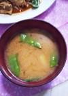 絹さやとジャガイモの味噌汁